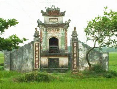 CHUYỆN KỂ VỀ ĐIỆN SÙNG ĐỨC  TRONG KHU DI TÍCH TỔ TIÊN HỌ MẠC  (Làng Long Động, xã Nam Tân, Nam Sách, Hải Dương)