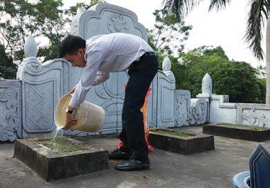 MỘT THANH NIÊN NGƯỠNG MỘ CỤ MẠC ĐĨNH CHI – Mạc Văn Trang – 24/10/2015 –