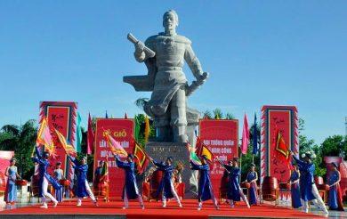 (Tiếng Việt) Tổ chức Đoàn Đại biểu HĐMTVN đi dự giỗ Đức khaitrấn Mạc Cửu ở Hà Tiên