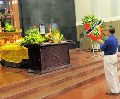 (Tiếng Việt) LỜI CẢM TẠ CỦA GIA ĐÌNH GS-TSKH PHAN ĐĂNG NHẬT VỀ TANG LỄ NHÀ GIÁO HƯU TRÍ PHẠM THÙY HƯƠNG